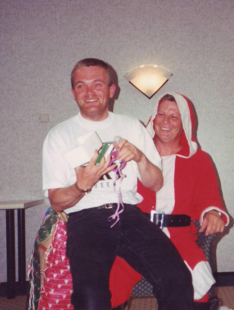 Xmas-Santas-knee-cardinal